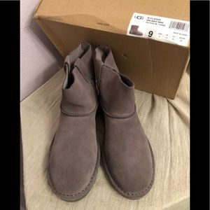 Authentic UGG Classic Unlined Mini Boot NWT